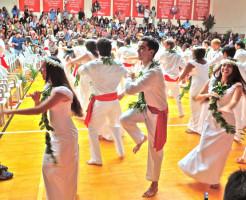 森田ゆり・末息子の卒業式のフラダンス